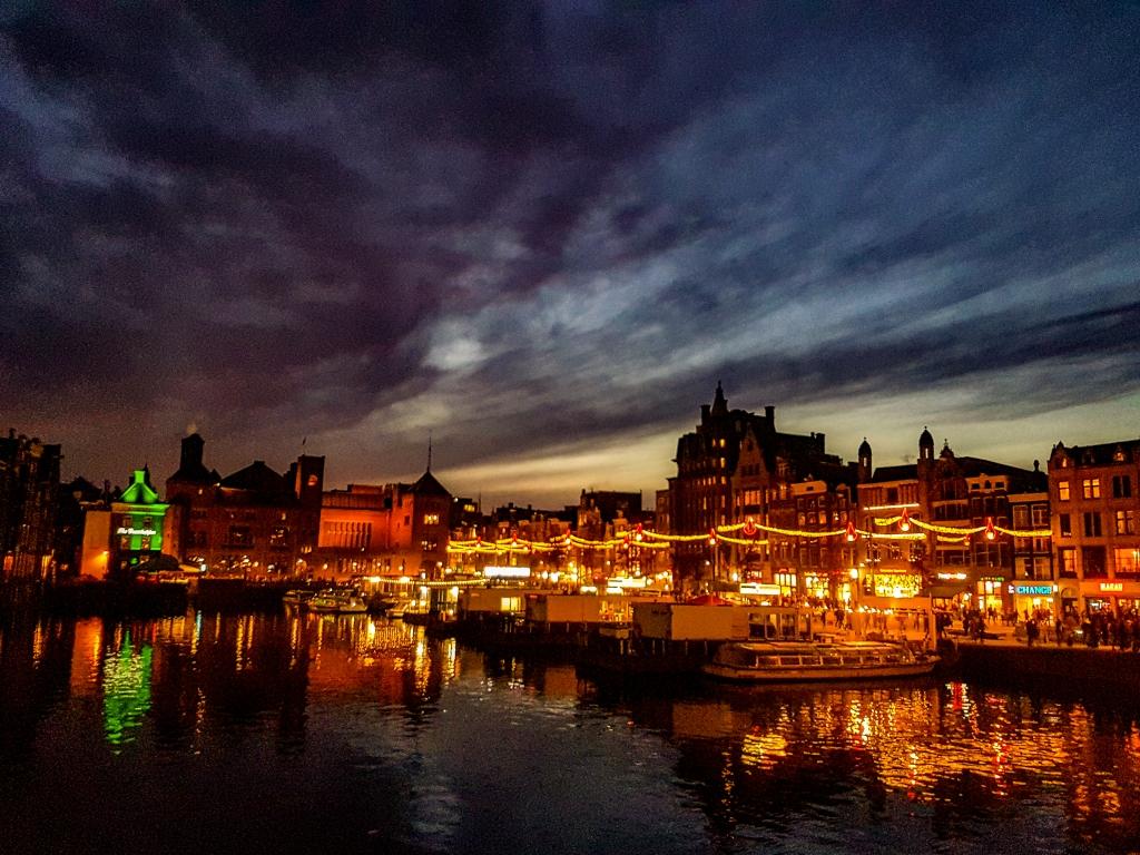 Amsterdam Damrak at night