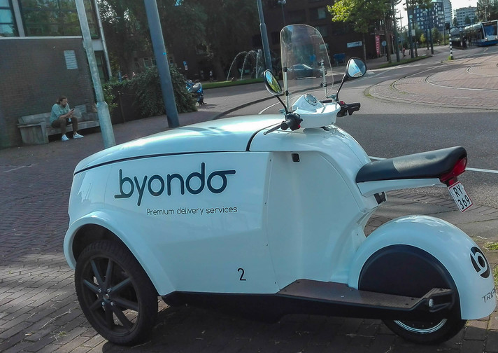 An interesting three-wheel vehicle from Byondo delivery company