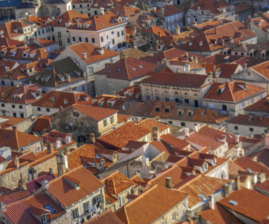 Charming-red-roofs-of-old-town-houses-in-Dubrovnik