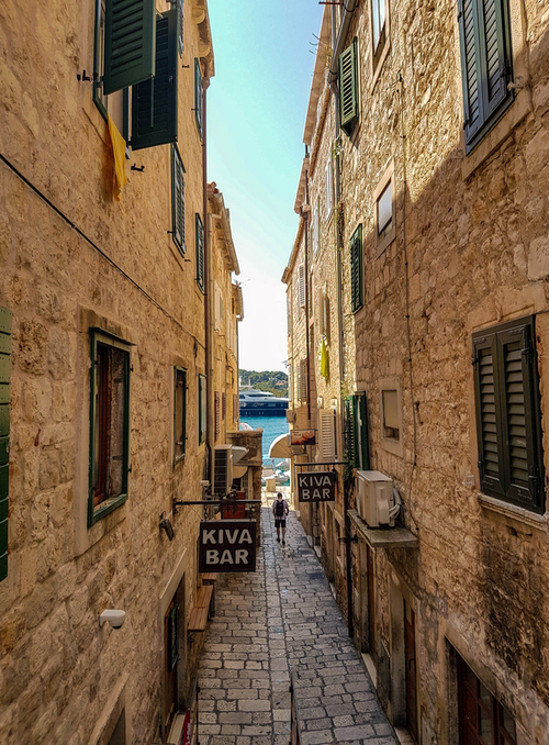 Streets-in-Hvar-town-Kiva-bar