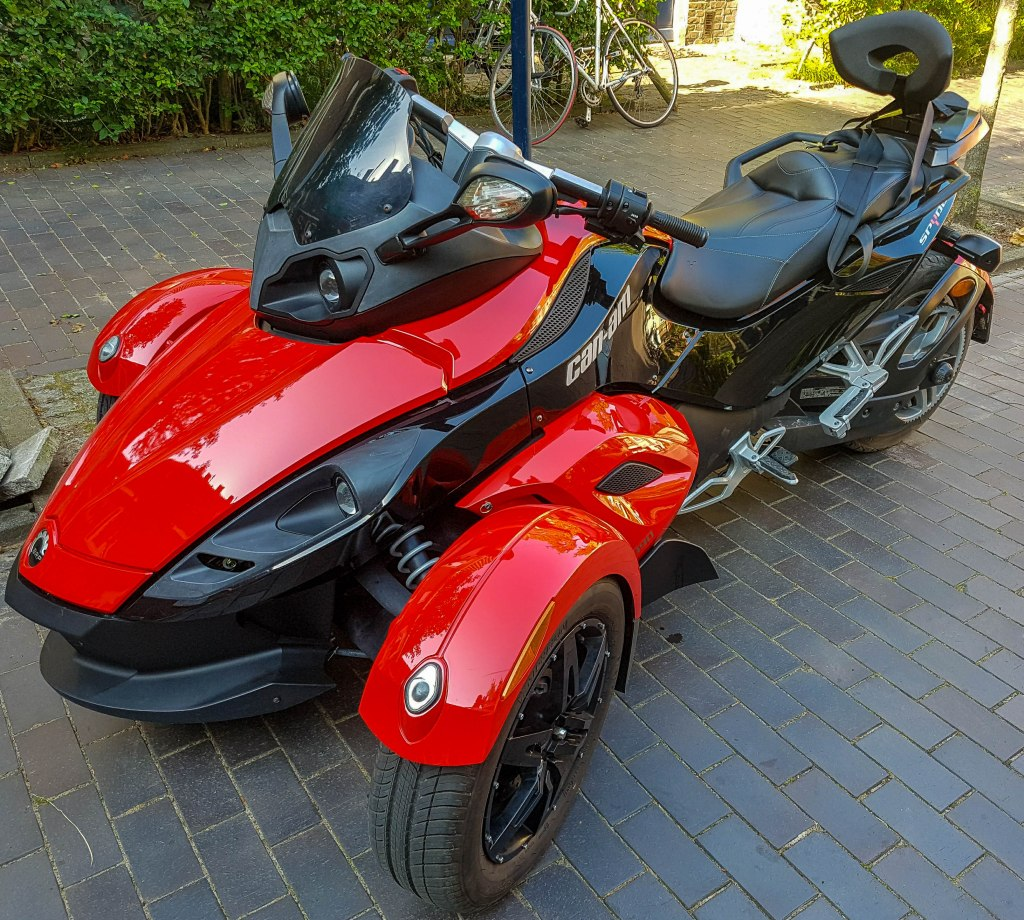 An interesting three-wheeled motor vehicle spotted in the streets of Amsterdam