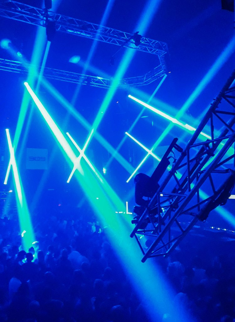 909 festival in Amsterdam and its blue lightshow