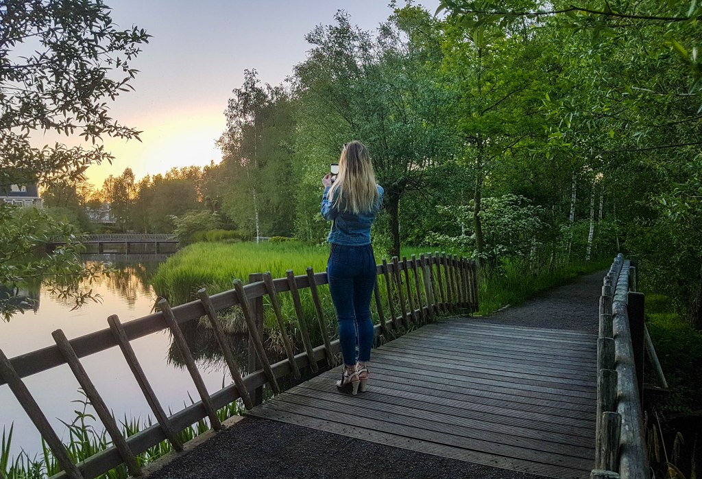 Standing on the wooden bridge in De Braak park