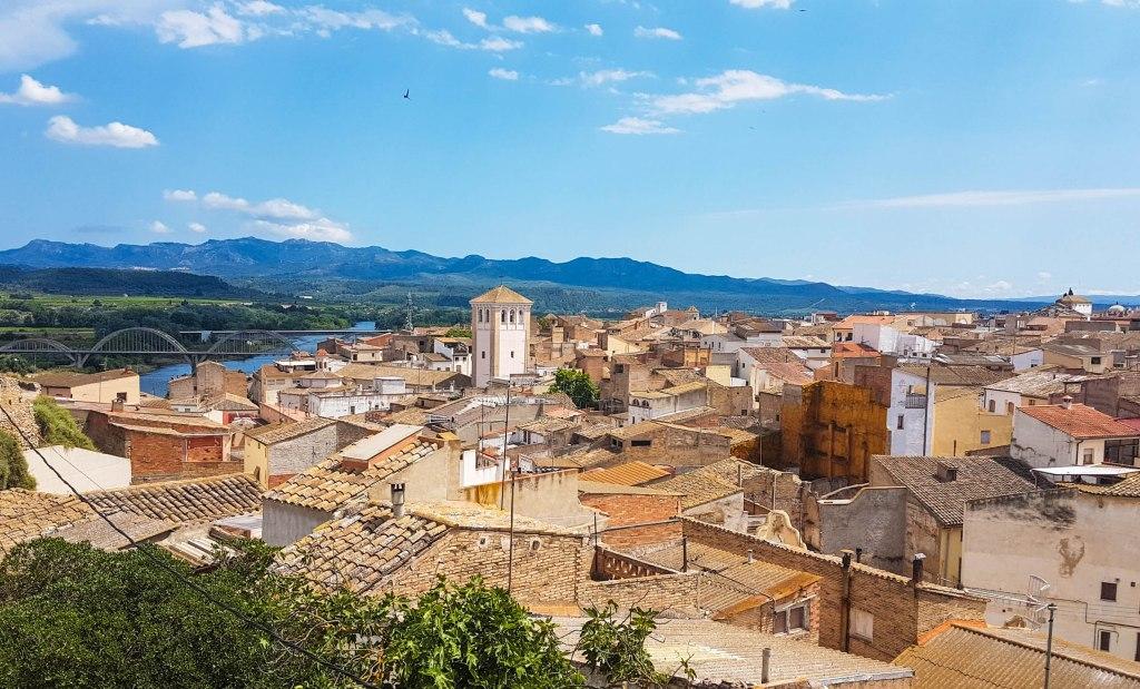 Mora d Ebro town